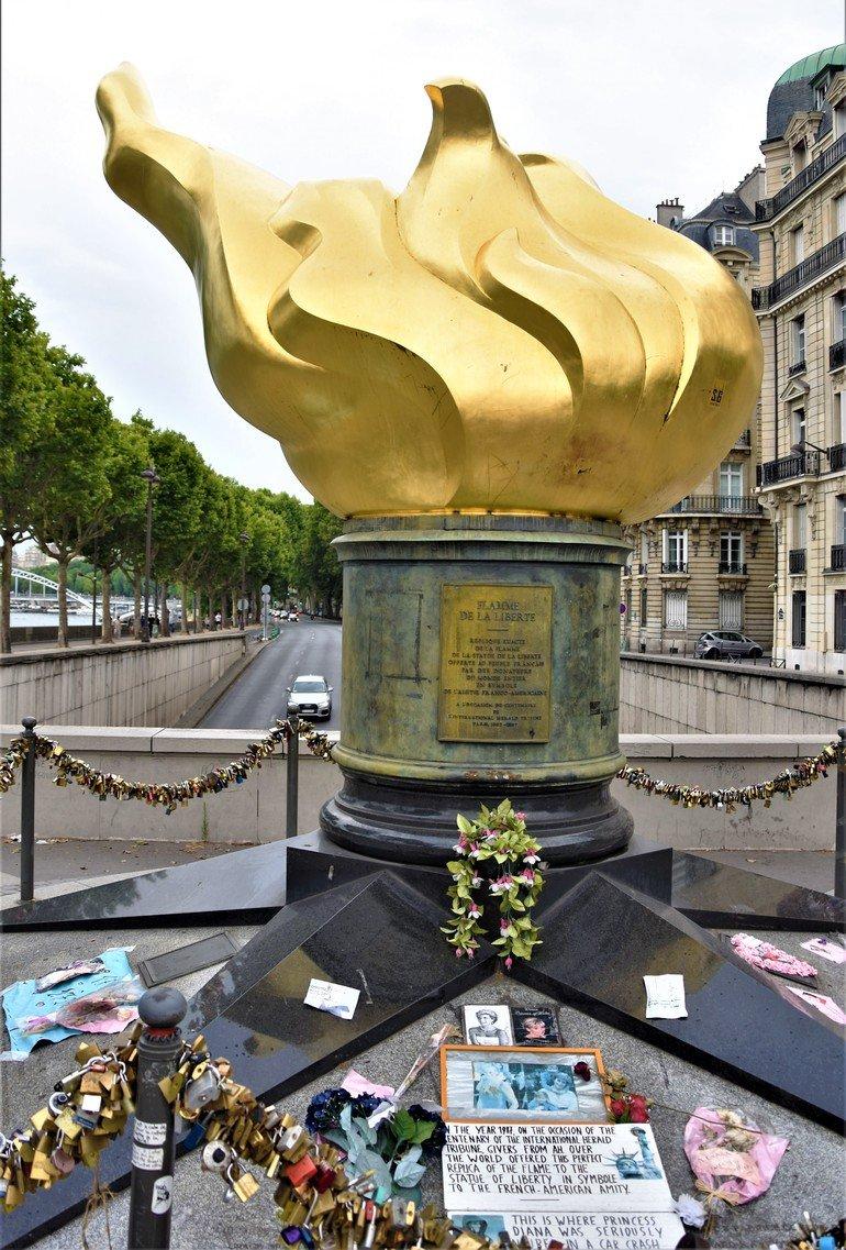 Llama Lady Di - Que ver en París en 5 días