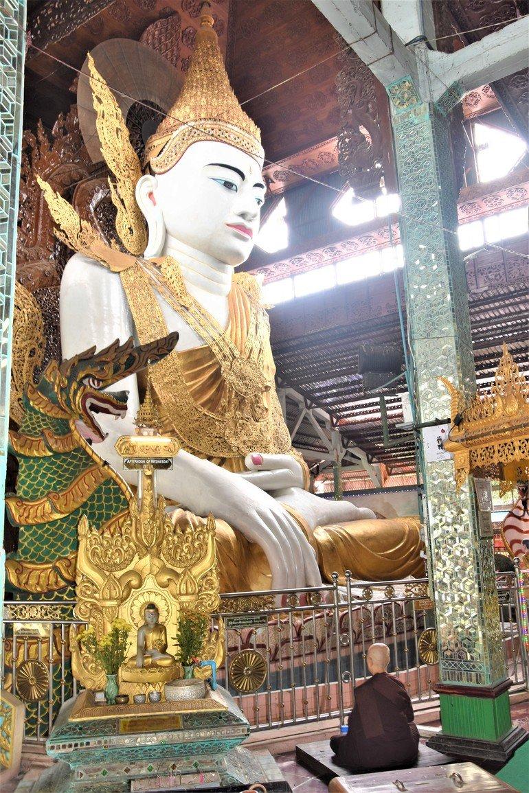 Templo del Buda Sentado - Que ver en Yangon
