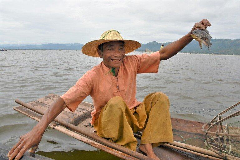 Pescador en Lago Inle, Myanmar