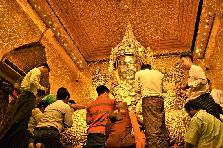 Buda Mahamuni - Que visitar en Mandalay