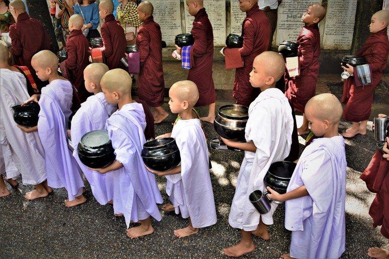 Monasterio Mahagandayon - Que visitar en Mandalay