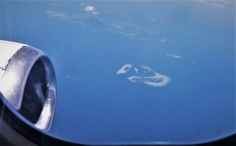 Vistas desde el avión a las Islas de Indonesia - Klotok Borneo
