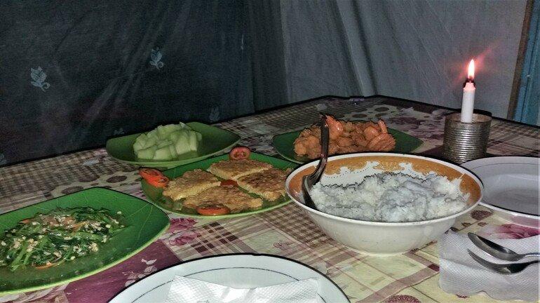 Comida en Klotok Borneo