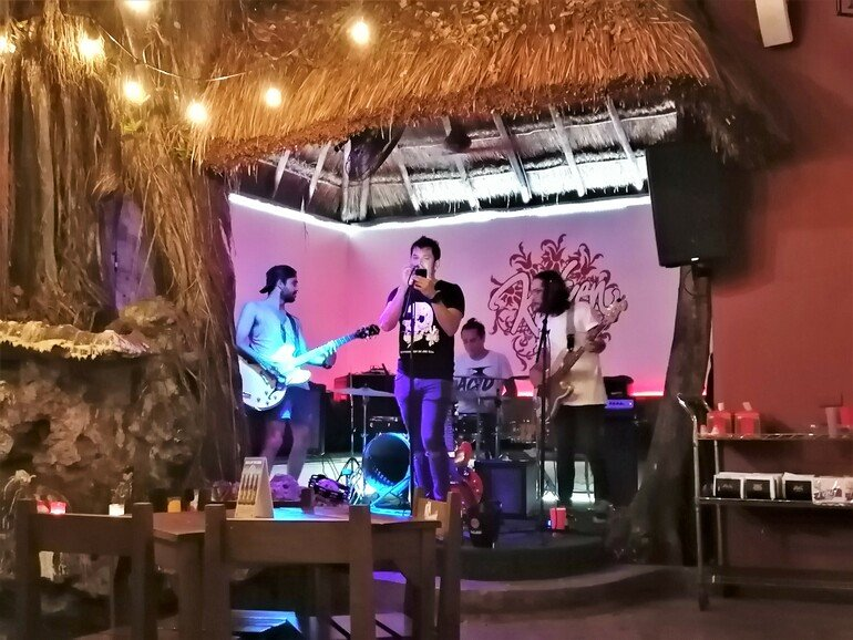 música en directo quinta avenida - que ver en Playa del Carmen en un día