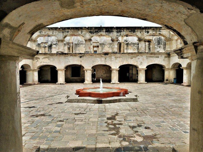 Convento de las Capuchinas - Visitar Antigua