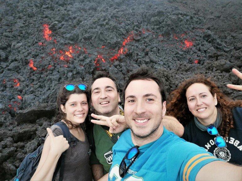 Familia en el volcán Pacaya