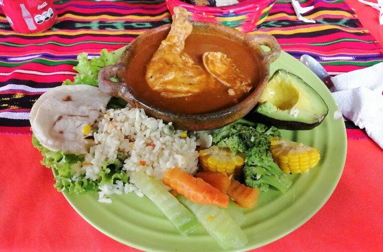 Pollo pepián - Que ver en Santiago de Atitlan