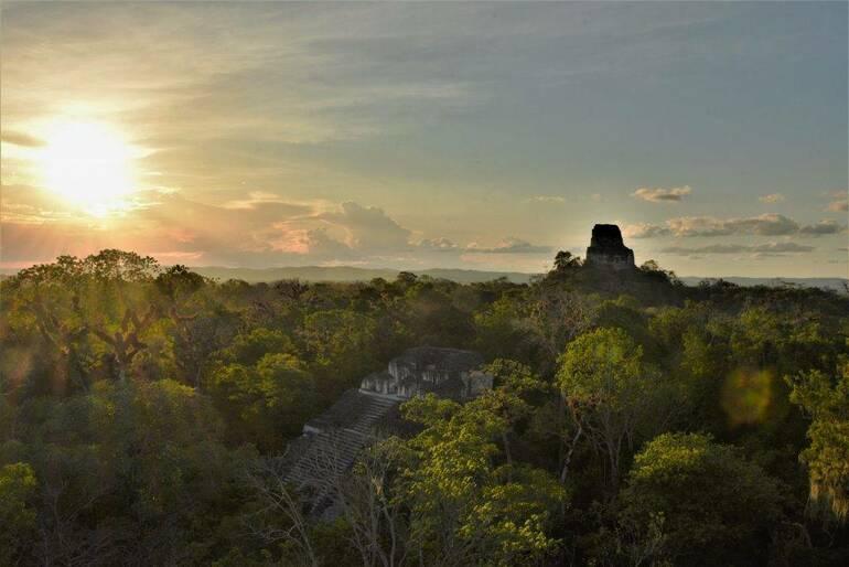 Atardecer en Tikal desde Mundo perdido