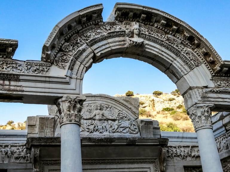 Que ver en Éfeso - El Templo de Adiano
