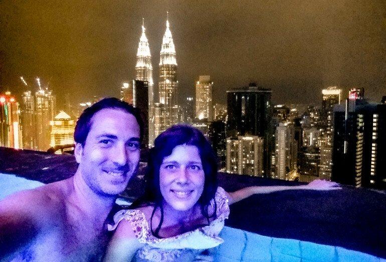 Infinity Pool con vista a las Torres Petronas - Que ver en Kuala Lumpur