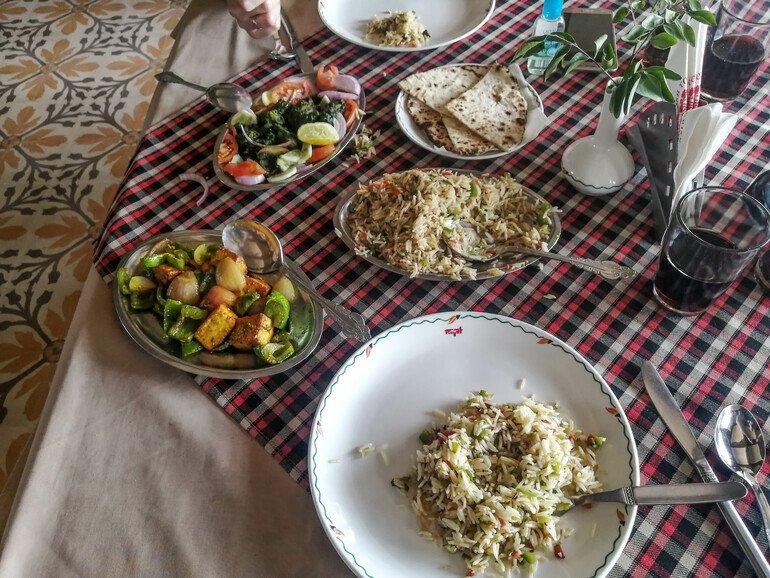 Almuerzo en Hotel Sheesh Mahal - Donde comer en Orchha