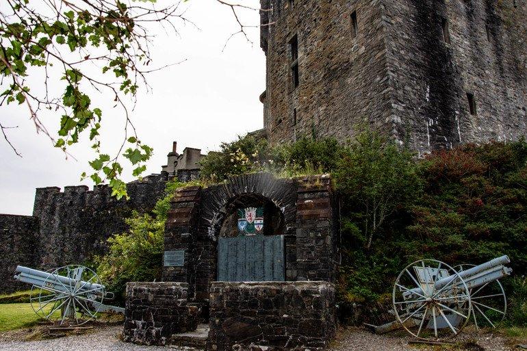Eilean-Donan-memorial