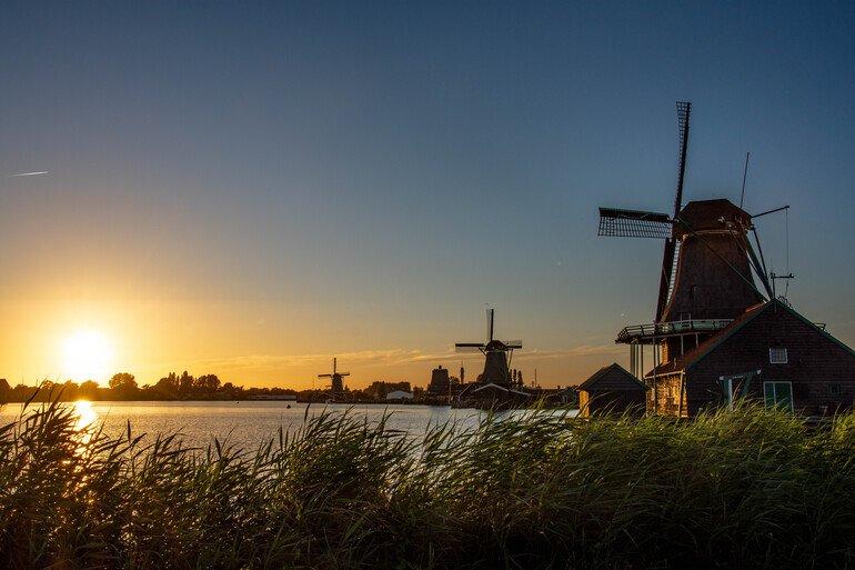 Atardecer pueblo de los molinos Holanda - Zuecos - Que ver en Zaanse Shans